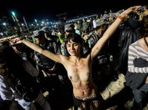 "Manifestantes ""peitando"" a vinda do papa"