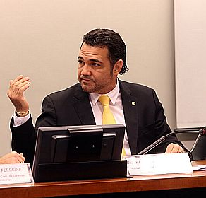 Feliciano defendendo os interesses da nação no Congresso.