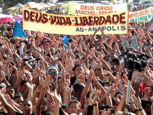 """Manifestação de evangélicos """"contra o aborto"""", no Palácio do Planalto - Givaldo Barbosa/O Globo"""