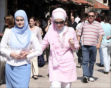 Mulheres usando o hidjab em Sarajevo