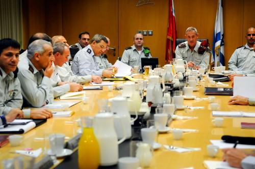 O Comando Maior de Israel,na difícil tarefa de lutar contra os inimigos palestinos.